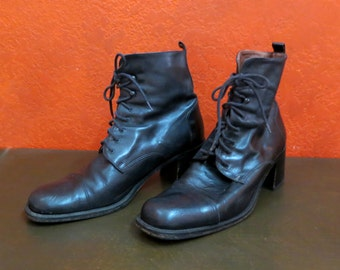 SALE Vintage Black leather granny Boots Lace up. Steampunk Victorian Western. Size 8