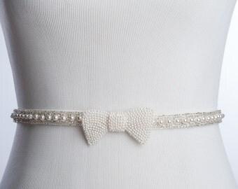 Evelyn bridal sash,  Pearls wedding belt, Bridal sash, wedding dress sash, with a pearls bow