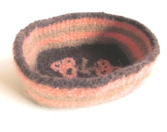 "Felt basket/bowl ""Sanssouci"", pure wool, seed beads, crocheted, felted, brown, dark brown, beige, light brown, salmon, OOAK, one of a kind"
