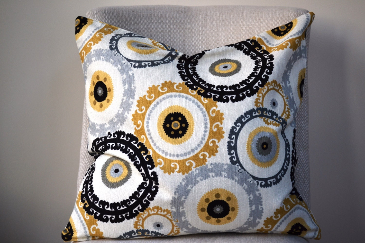 Common Decorative Pillow Sizes : Decorative Throw Pillow 20 by 20 inch and other sizes