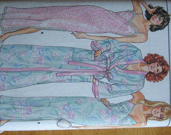 Butterick Pattern 3713 Misses' Robe & Nightgown  1980's  Uncut