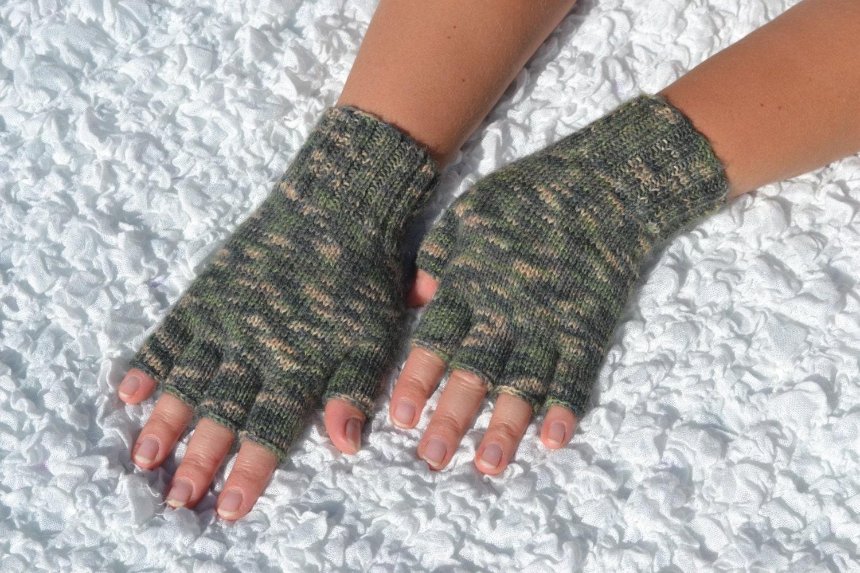 Knitting Pattern Gloves Half Fingers : Hand-knitted half finger glovesgreen half finger gloves