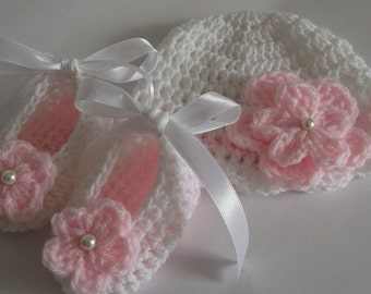 Crochet Baby Gift Set Crochet Baby Girl Hat and Booties, White Pink Size Newborn , 0-3 Months