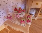 Apple cup cake-scale 1.12 dollhouse miniature food
