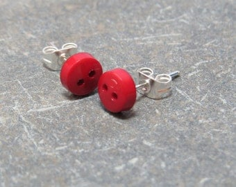 silver tiny button  stud earrings Byme