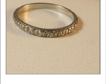 Antique Art Deco Belais 18k Engraved Wedding Band
