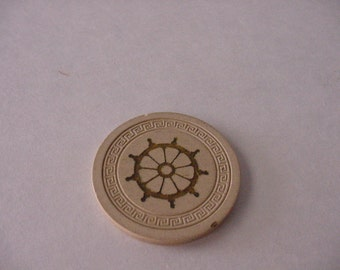 Vtg 1940s Harvey's Casino Lake Tahoe Obsolete Cream Color Clay Pilot Wheel Roulette Chip Gaming Collectible