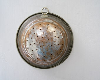 Antique copper Straining Pan, Wall hanging Colander pan, Primitive heavy Strainer, Rustic Farmhouse kitchen Utensil, Wallhanging Kitchenware