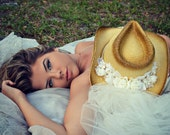 Western-wedding-veil-ivory-white-hat-cowgirl-cowboy-boots-bride-cake topper-bachelorette-cowgirl hat-western wedding-cowgirl hat with veil