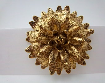 Vintage Gold Tone Chrysanthemum Flower Brooch With Detailed Petals