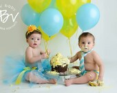 Boy and girl twins cake smash outfit, twin boy and girl first birthday outfits, aqua white and yellow diaper cover tie and tutu