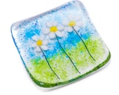 Little white daisies fused glass art trinket dish tealight candle holder bowl daisy yellow blue flower green mom mum christmas gift