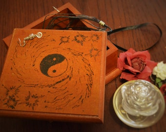 Ying yang hand-burnt trinket box