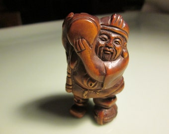 netsuke totem hand carved TRAVELING MAN-2 heavy detailed carving cherry stain on birch wood 2 inches very collectable