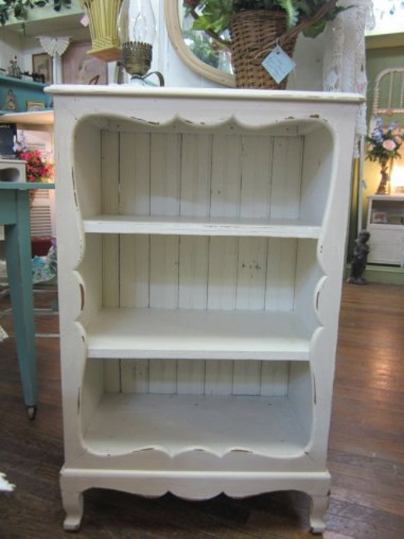 vintage shabby chic hand painted bookcase bead board back. Black Bedroom Furniture Sets. Home Design Ideas