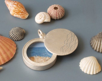 Glass locket, Sterling silver locket, diameter 22mm, 6mm high, design waves