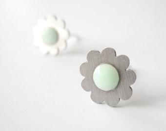 SILVER FLOWER stud EARRINGS with mint green Swarovski crystals, steel dainty jewellery