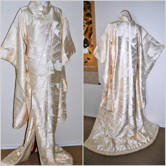 RESERVED Authentique Kimono de mariage Japonais Robe de mariee Kimono en  soie Vintage Robe Manteau Mariage. ◅