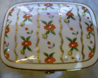 Hinged Limoges Trinket  box, superb Quality Hand Painted Beautiful Example.