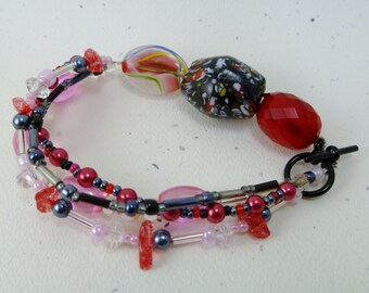 Circle Chic Beaded Bracelet (Pink/Red/Black)