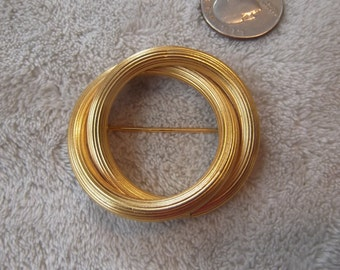 Vintage Pin-Brushed Goldtoned Circle-P2342