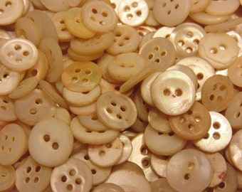 100 piece small assorted vintage shell button mix 10-15 mm (B2)
