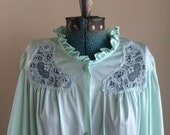 Vintage Lorraine mint green nylon bed coat / robe / summer house coat / honeymoon lingerie / mint / vintage lounge coat / size Large