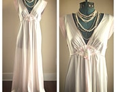 Vintage Lorraine pastel pink white nylon nightgown / long gown / sea shell gown / nautical nightgown / pink mint green nightie / size medium