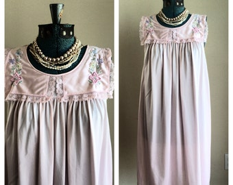 SALE Vintage shadowline pastel pink nylon nightgown / vintage chemise / spring / baby doll nightie / pastel pink lace nightie / size small