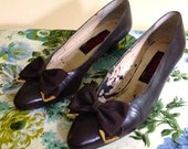 Vintage Brown Leather Bow Front Kitten Heel Shoes / Pointy Toe Heels  / Slip Ons / Dress Shoes / Indie / Size 6 Medium