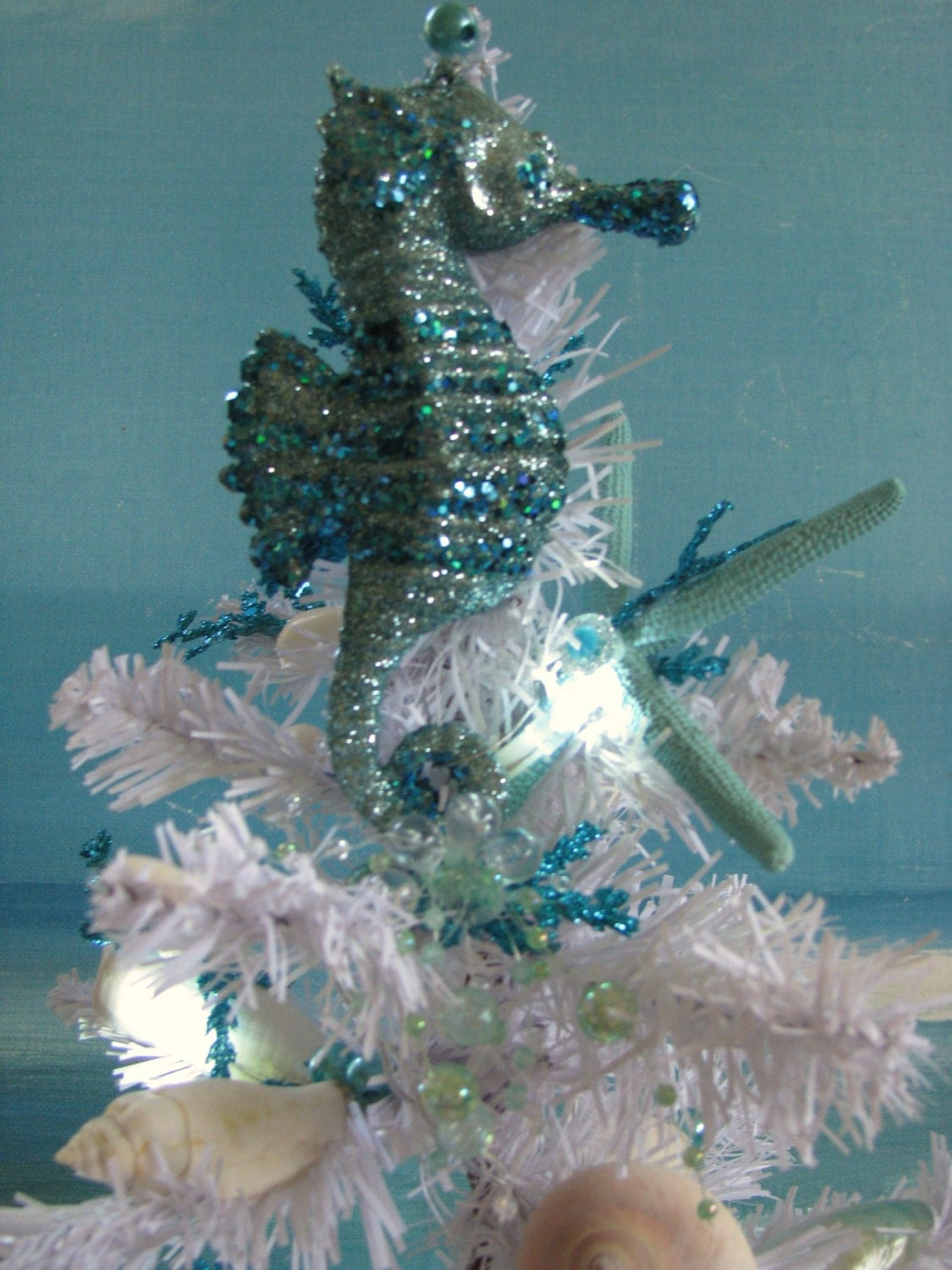 seashell seahorse white christmas tree blue coral christmas. Black Bedroom Furniture Sets. Home Design Ideas