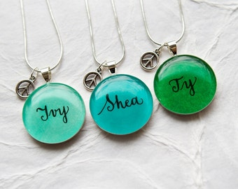 Best Friends Necklace Set of 3, Name Jewelry Set, Trio Necklace with Peace Charm, Handmade Handwritten Pendant, Personalized Jewelry