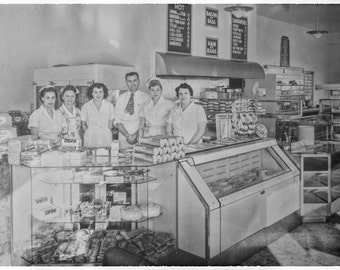 Vintage 1949 Bakery and Diner in Long Beach CA 12x8 Image