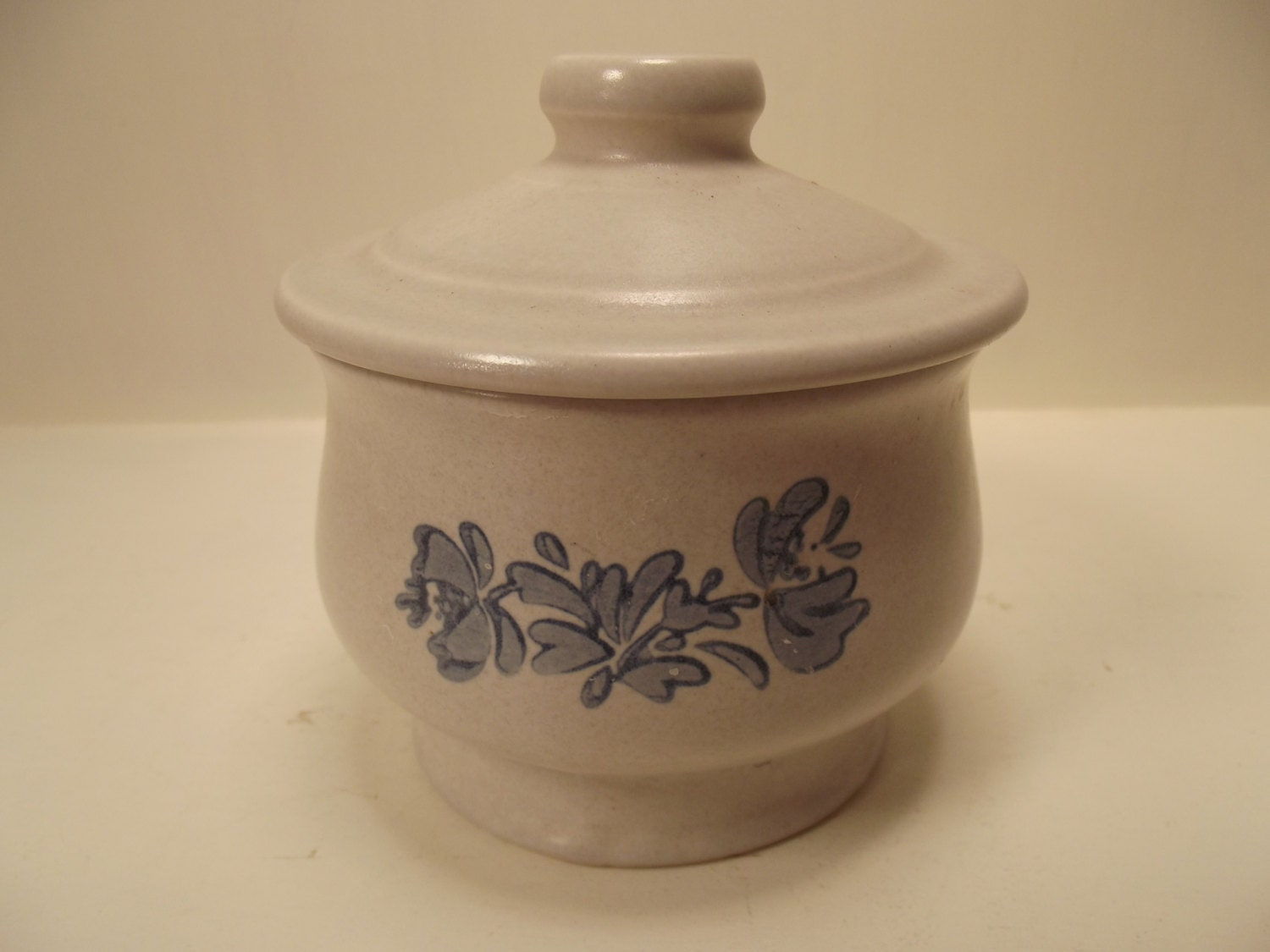 Vintage Pfaltzgraff Sugar Bowl With Lid Yorktowne Collection