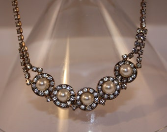 Vintage Necklace with faux pearls and rhinestones