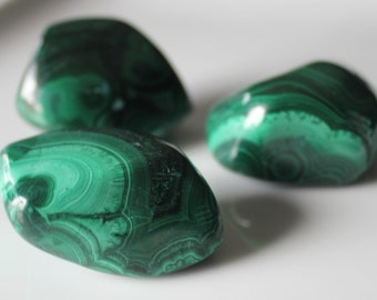 MALACHITE HEALING CRYSTAL Tumbled Stone / Immune System Booster / Combat Cancer / Birthing Labor Crystal