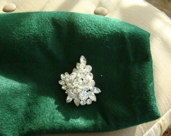 Stunning Weiss brooch in mint condition