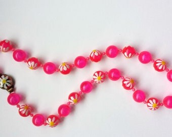 Beautiful Vintage 1960s Bright Pink and Painted Floral Necklace