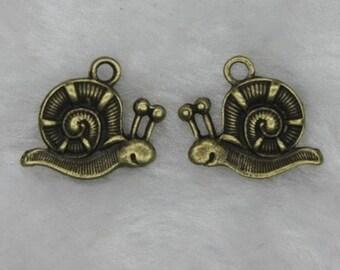 40pieces 17x15mm Snail alloy Charm  -  antique bronze charm pendant  Jewelry Findings