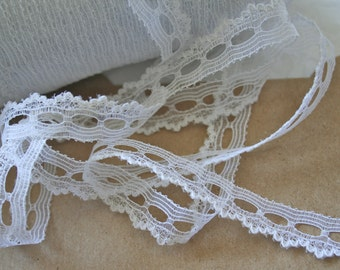 """White Insertion Lace 1/2"""" Scalloped Lace Trim"""
