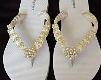 Ivory Wedding  Beach  Flip Flops. Pearls flip flops  bride flip flops. Wedding Party