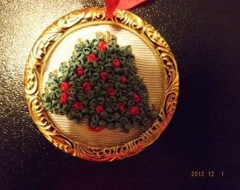 lot 2 suspension of Noel embroidered Ribbon