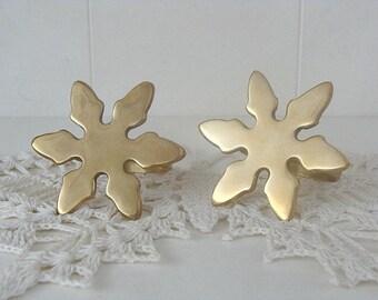 2 Vintage Brass Napkin Rings Snowfake