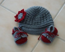 Crocheted newsboy hat and sneakers for baby /photo prop, size 3-6 mos. Ready to Ship
