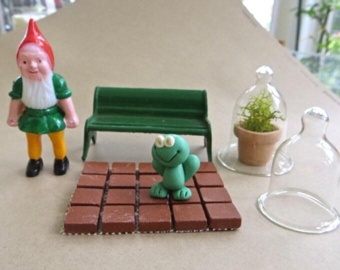 Fairy Garden Accessories, Gnome Frog Glass Cloche with Plant Terrarium