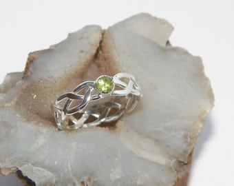 Handcrafted Hammered 925 Sterling Silver Braided Celtic Ring with Natural Green Peridot