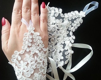 Bridal Gloves, Bridal  Lace Gloves, fingerless gloves, bridal cuff, İvory Lace Wedding Accessory