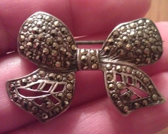 Beautiful Vintage Sterling Silver And Marcasite Bow Brooch