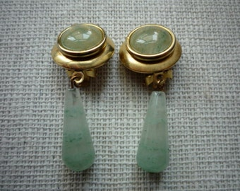 Vintage Natural Green Jade Gold Tone Dangling Clip On Earrings