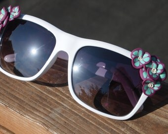 Retro White Flower Sunglasses